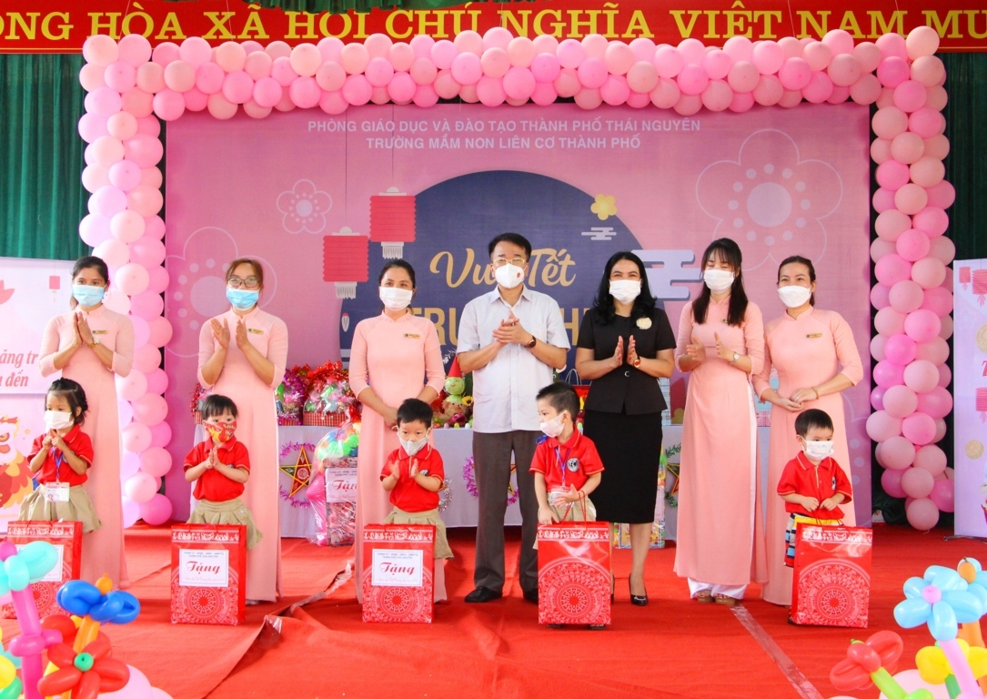 Lãnh đạo thành phố Thái Nguyên thăm, tặng quà thiếu nhi nhân dịp Tết Trung thu năm 2021